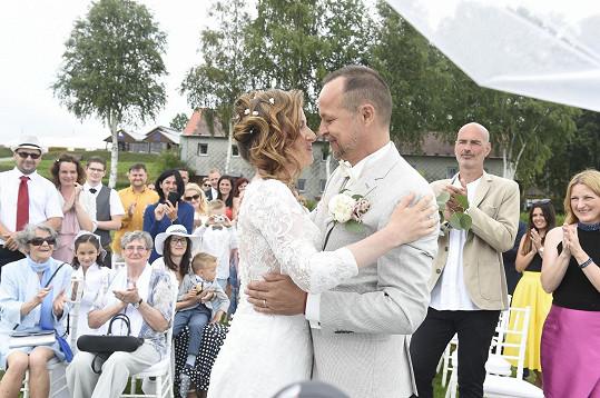 Svatba probíhala na břehu Lipna.