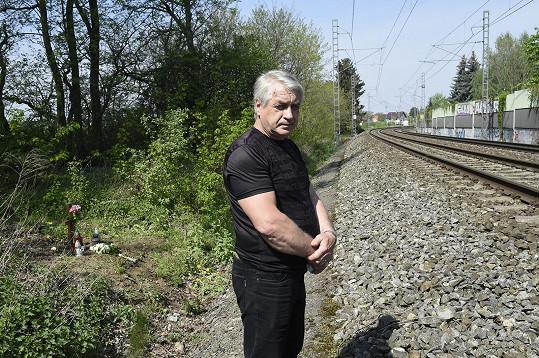 Josef Rychtář uctil památku Ivety Bartošové, která skočila pod vlak přesně před čtyřmi lety.