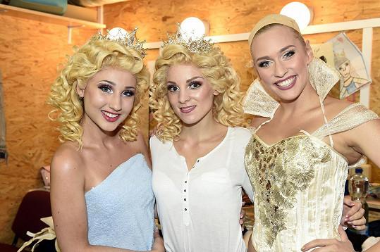 Všechny tři představitelky čarodějky Glindy (zleva) - Natálie Grossová, Nikola Ďuricová a Sára Milfajtová