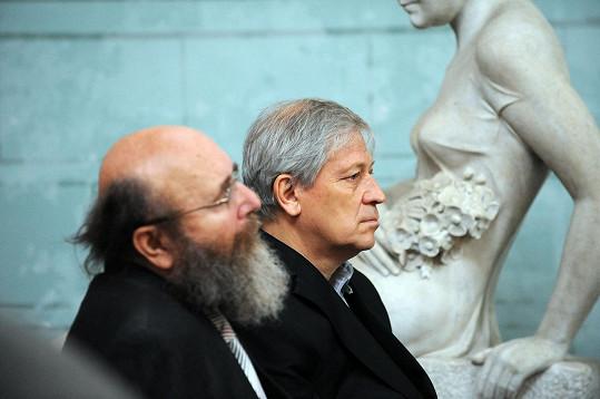 Vlevo básník Martin Petiška, vpravo syn Jiránkové Petr Šícha