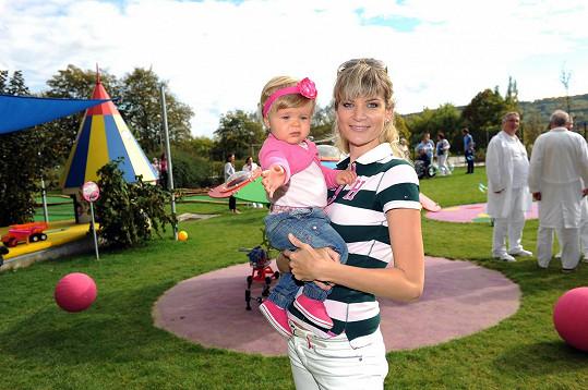 Iveta je ráda, že je její dcera zdravá, to je pro ni nejdůležitější.