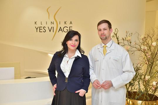 Operní pěvkyně se na klinice Yes Visage vložila do rukou MUDr. Lubora Mrni.