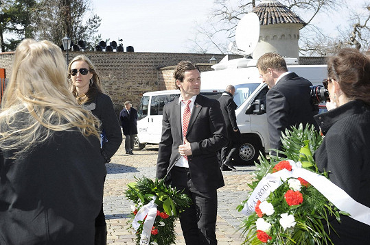 Karol Kisel přinesl květiny za Ondříčkovu milovanou fotbalovou Slavii.
