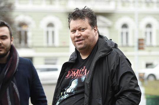 Timo Tolkki si neuhlídal sociální sítě a internetový hacker mu ukradl profil, ze kterého psal, že je finský muzikant gay.