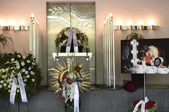 Pohřeb proběhl v obřadní síni v krematoriu v pražském Motole.