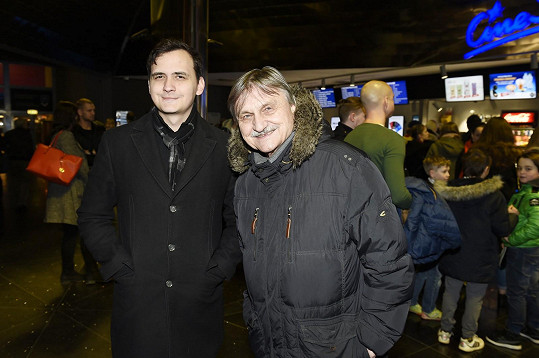 Herec a dabér Pavel Soukup vzal syna do kina.