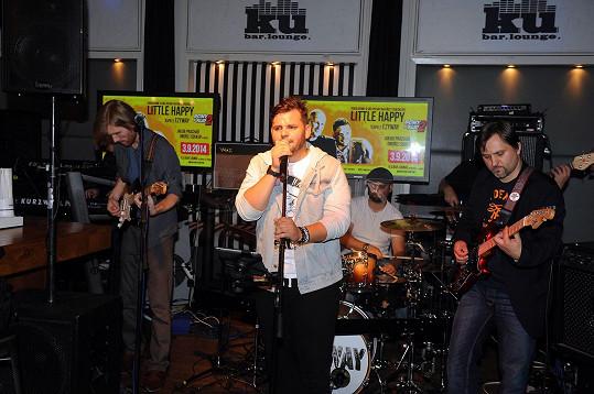 Na závěr křtu zpěvák Ezy Hýbl se svou kapelou vystoupil.