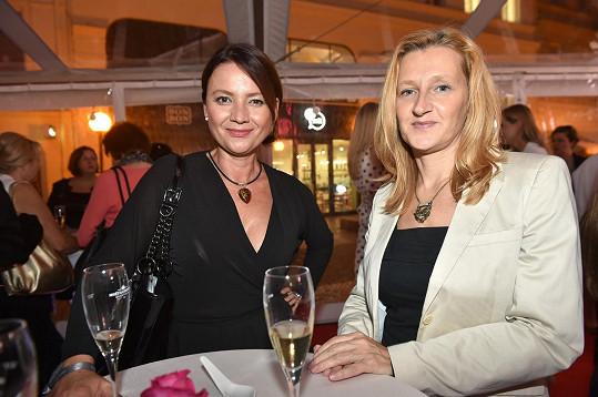 Daniela Drtinová na párty s kamarádkou Jolanou Voldánovou