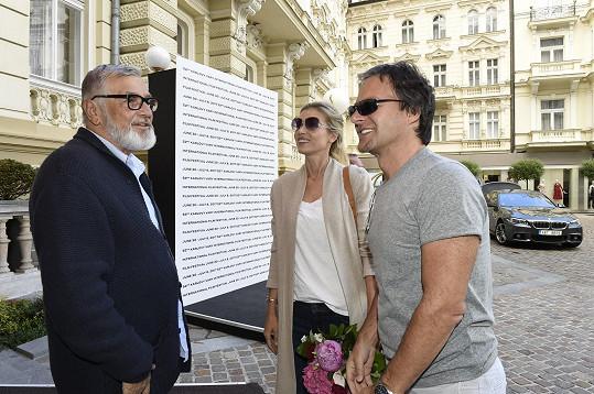 Peštovou s manželem přivítal Jiří Bartoška.