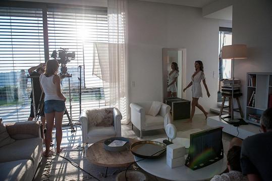 Natáčení probíhalo v krásných interiérech.