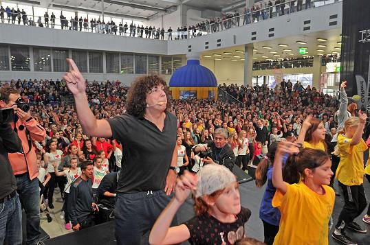 S Richardem v čele se podařilo pokořit český rekord v počtu tanečníků tancujících stejnou choreografii - 778 lidí.