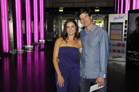 Hanka Kynychová na premiéře filmu Bez kalhot s manželem