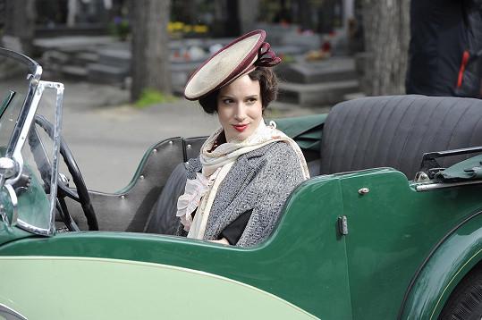 Slovenská herečka během natáčení filmu Lída Baarová, který v zahraničí ponese název Ďáblova milenka.