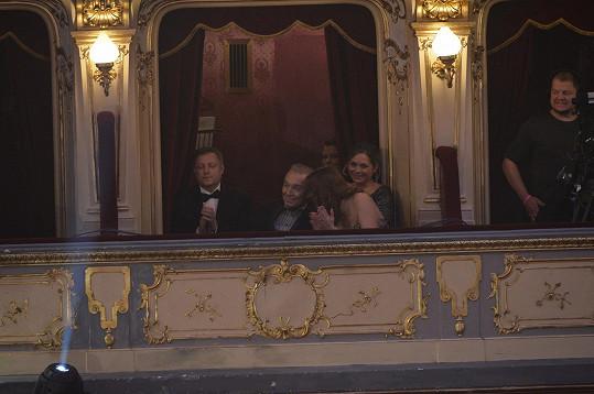 Karel Gott s manželkou Ivanou usedl v loži.