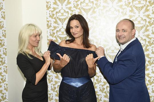 Šaty Doležalové na večer připravila návrhářka Valentina Armandi.