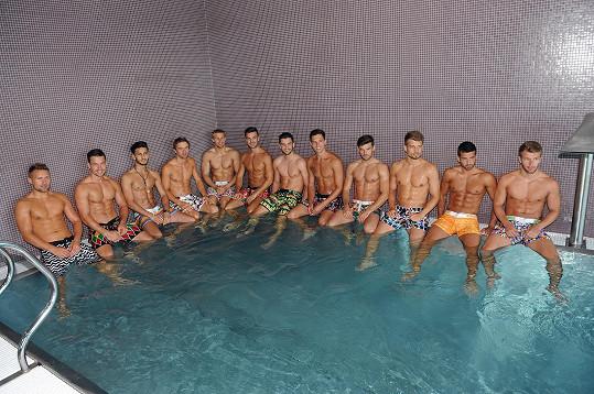 Hoši v bazénu...
