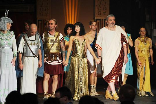 Dan na závěrečné děkovačce Kleopatry