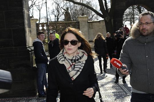 Bývalá přítelkyně Davida Ondříčka Klára Issová se přišla také rozloučit.