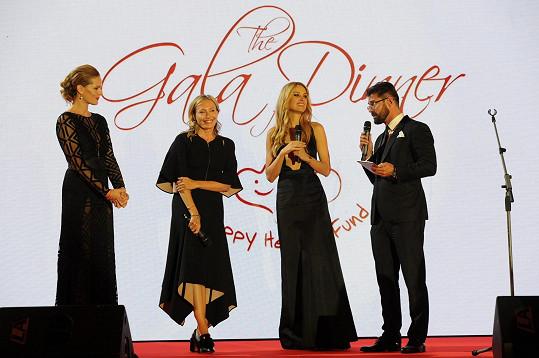 Vzácným hostem Petry Němcové byla Lubov Azria, kreativní ředitelka americké značky BCBGMAXAZRIA, která přiletěla z Los Angeles a exkluzivně v Evropě předvedla svoji aktuální kolekci.