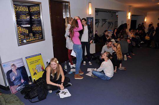 Na konkurz se přihlásilo 150 mladých zpěváků.