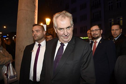 Premiéru si nenechal ujít ani dobře naladěný prezident Miloš Zeman.