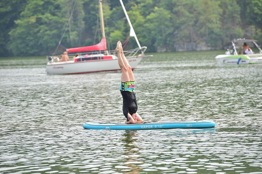 Vyzkoušela i akrobatické kousky...