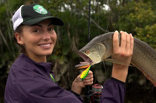 S rybou, která vypadá, jako kdyby se ji zrovna chystala sežrat.
