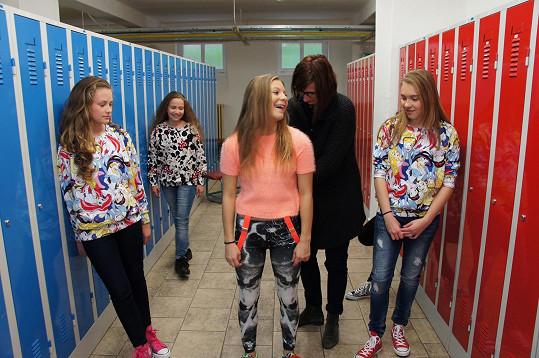 Je jí čerstvě třináct, a už se o ni starají stylisti. Tady konkrétně Linda Radostová.
