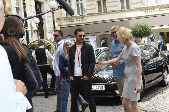 Jamie Dornan se po roce vrátil do Varů.