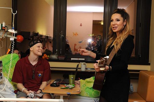 Olga s kytarou