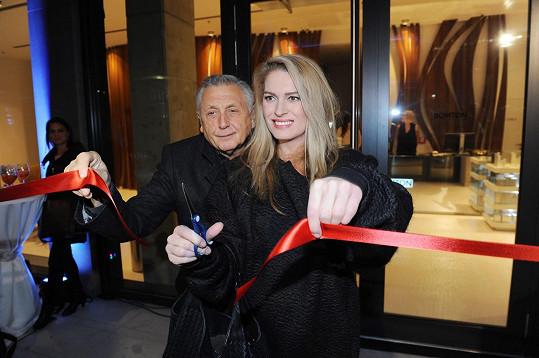 Menzelovi se stali kmotry nově otevřené pobočky české sítě kadeřnictví v pražském Florentinu.