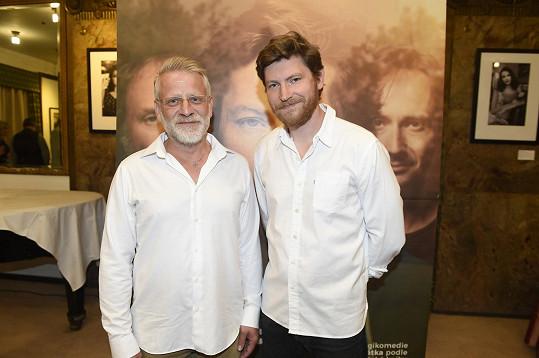 Autor knihy Úsměvy smutných mužů Josef Formánek (vlevo) s představitelem hlavní role Davidem Švehlíkem