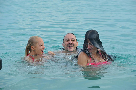 Maličkou Evu Decastelo málem utopil.