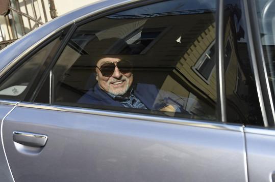 Karel Gott v den svých 78. narozenin po odjezdu z rádia