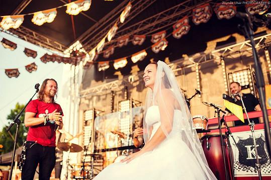 Richard ji pozval na pódium.