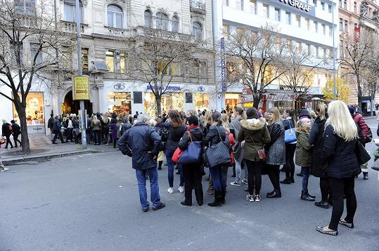 Fronta na Václavském náměstí byla pořádná.