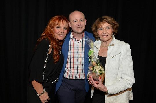 Yvetta Simonová s Marcelou Holanovou a Davidem Novotným