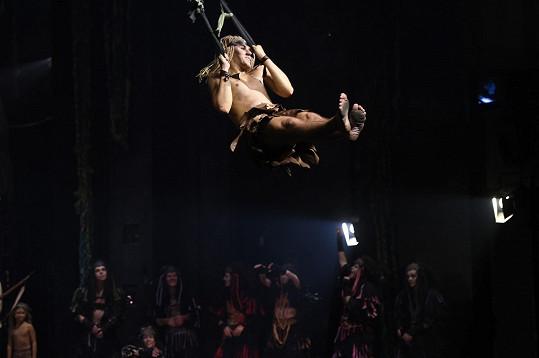 Jeden akrobatický kousek střídá druhý.