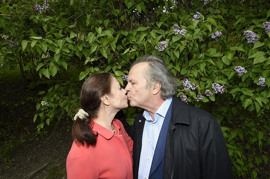 Nechyběla ani prvomájová pusa na Petříně...
