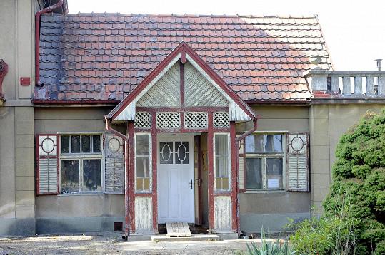 Rozkošná vilka v Dobřichovicích potřebuje nutně rekonstrukci.