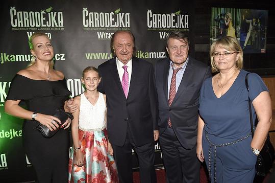 Emily s rodiči a Ladislavem Štaidlem s doprovodem po představení