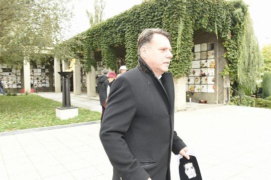 Přítel Václav v ruce nesl parte.
