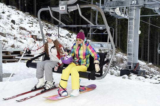 Tereza s kamarádkou vyrazily lyžovat do Jasné v Nízkých Tatrách.