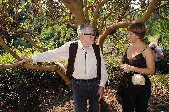 Režisér Jasný přijel do Čech zasadit strom.