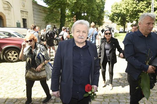 Rozloučit se přišel také zpěvák Pavel Sedláček.
