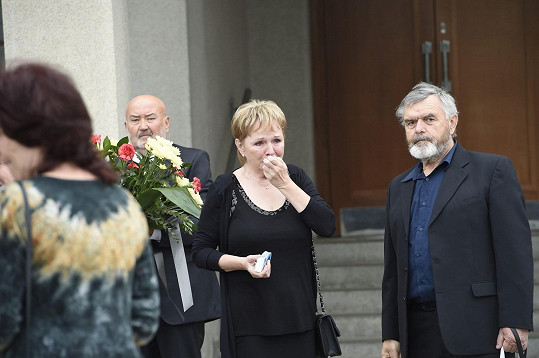 Manželka Josefa Mladého před smutečním obřadem