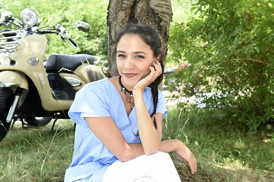 Burešová se pravidelně objevuje v seriálu Modrý kód.