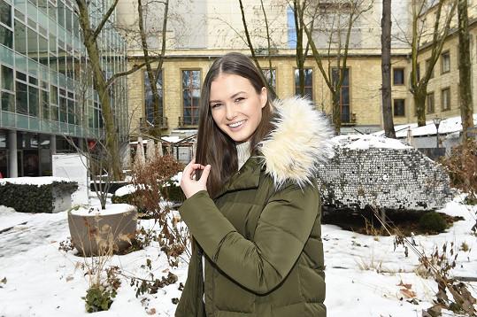 Kráska Vavrušková se vedle modelingu vrhla na studium.