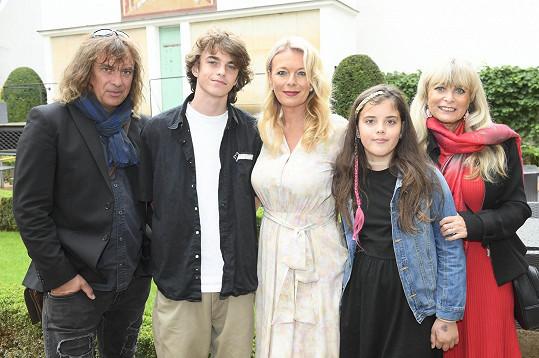 S manželem Tomášem Matonohou, maminkou, synem Štěpánem a dcerou Larou točili sérii spotů pro zdravotní pojišťovnu.