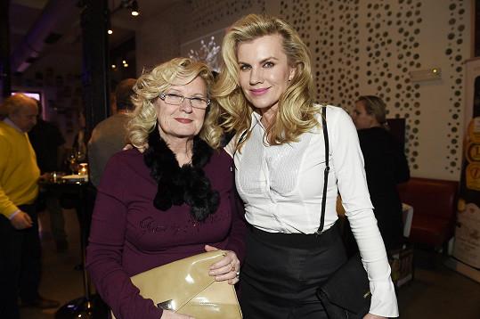 Leona s maminkou
